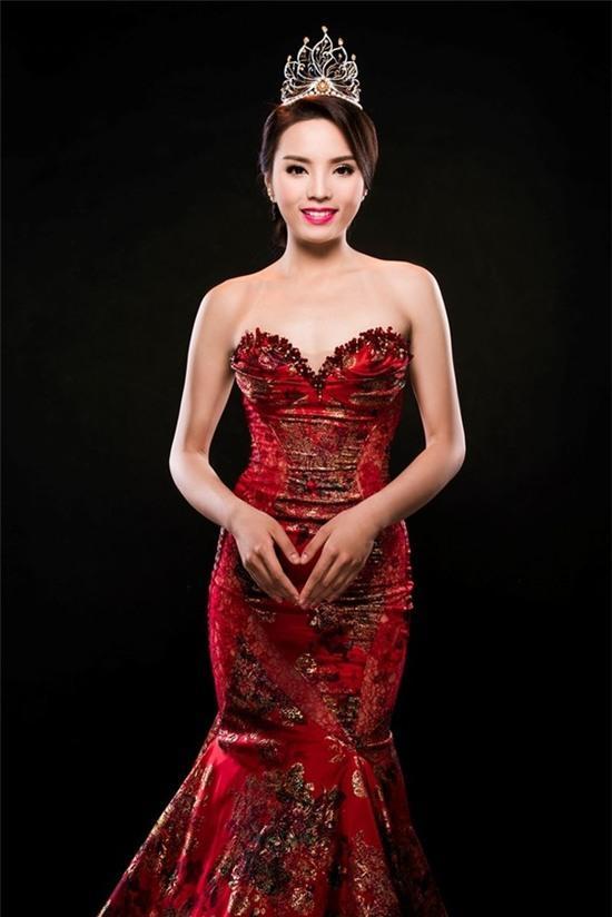"""Hoa hậu Kỳ Duyên mắc lỗi ngay lần đầu mặc """"hở bạo"""" 10"""