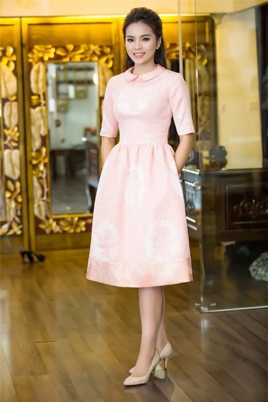 """Hoa hậu Kỳ Duyên mắc lỗi ngay lần đầu mặc """"hở bạo"""" 5"""