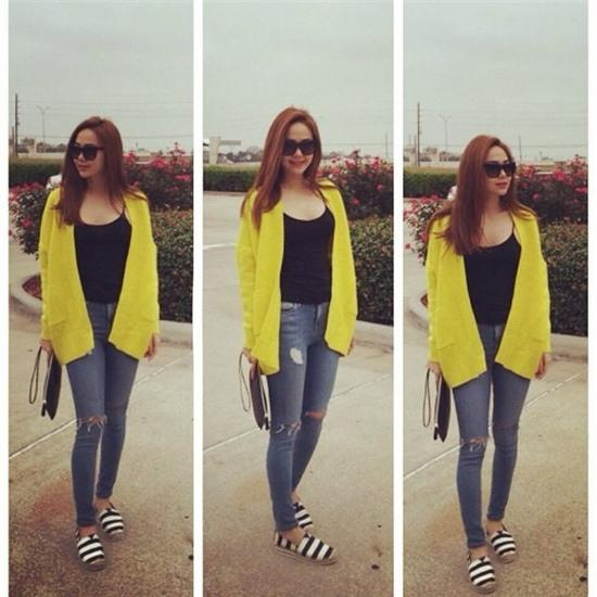 Học lỏm sao Á cách mặc quần jeans xanh thêm thu hút ngày lạnh 4