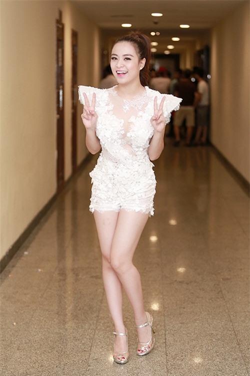 Hình ảnh: Hoàng Thùy Linh 'nghiện' mặc jumpsuit ngắn bốc lửa số 3