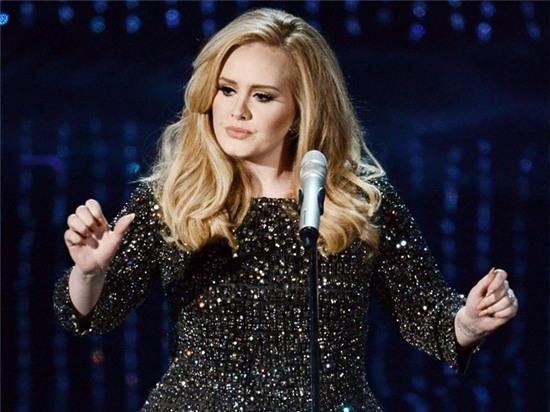Adele cất lên tiếng hát của người phụ nữ.
