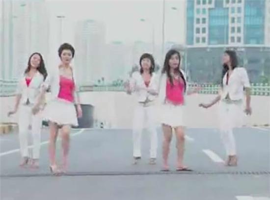 Hình ảnh trong MV Một thời tuổi hoa.