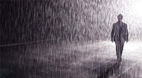 Anh đến như những cơn mưa đầu hạ