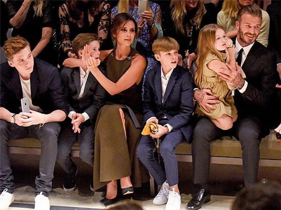 Vic hy vọng một trong 4 đứa con, đặc biệt là Harper sẽ nối nghiệp thời trang của mẹ.