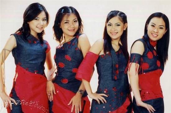 Lúc còn đi hát nhóm, Duy Uyên gây ấn tượng bởi giọng ca ngọt ngào cùng ngoại hình nhí nhảnh, dễ thương.