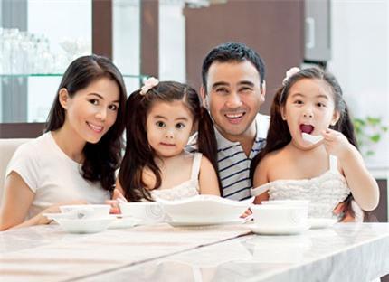 Gia đình hạnh phúc của Quyền Linh - Diệu Thảo