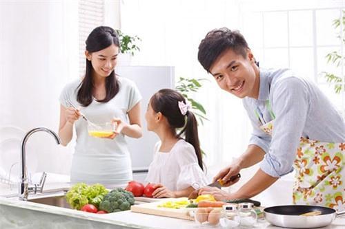 Image result for chồng nấu ăn