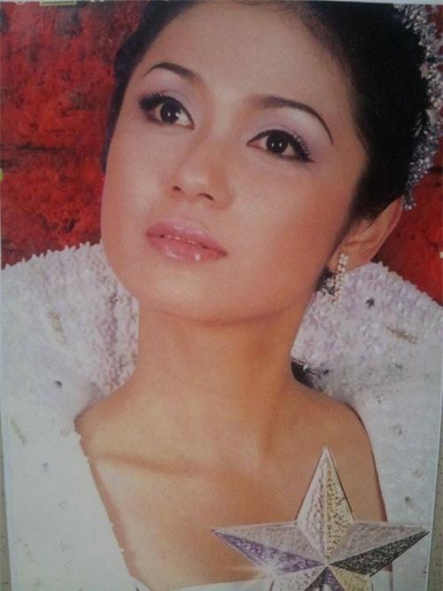 Việt Trinh nổi tiếng với vẻ đẹp sắc sảo, mặn mà.