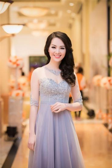 http://2sao.vietnamnetjsc.vn//2015/08/02/17/59/dan-le-thuy-van-dung-vay-cuc-quyen-ru_1.jpg