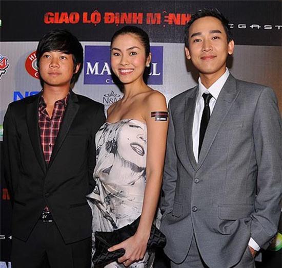 Trước khi được nhắc đến có mối quan hệ tình cảm với Hoa hậu Việt Nam 2012, Tín Nguyễn từng có mối quan hệ thân thiết với nhiều nghệ sĩ trong làng giải trí.