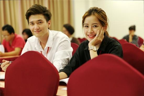 Chi Pu, Huỳnh Anh khoe bằng làm phim từ giảng viên Hollywood