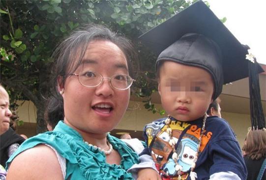 Ngụy Mẫn Chi bên con trai.