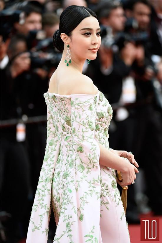 Cô đang trở thành biểu tượng thời trang châu Á.