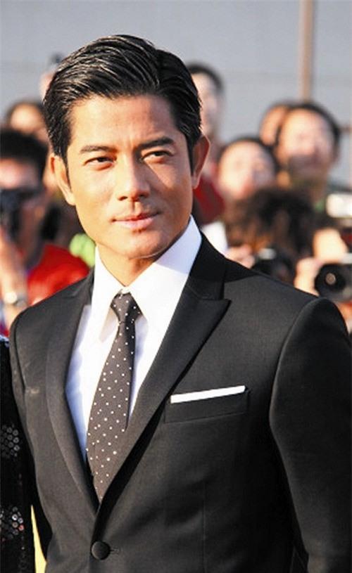 Trong danh sách lan truyền trên mạng, Thiên vương Hong Kong K là vị khách quen thuộc. Nhiều nghi vấn trên mạng cho biết K là Quách Phú Thành.