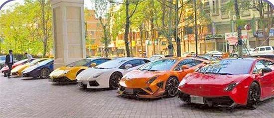 Dàn siêu xe rước dâu có giá đến 35 triệu NDT của hôn lễ.