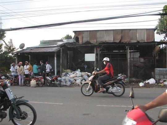 Cháy ở vựa phế liệu lúc rạng sáng tại TP Tân An