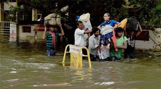 Mưa to gây lũ lụt ở TP Chennai ở bang Tamil Nadu - Ấn Độ, khiến 70 người chết hồi giữa tháng 11 Ảnh: INDIA EXPRESS
