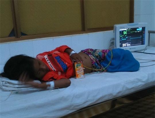 Bé HChua đang cấp cứu tại Bệnh viện Đa khoa tỉnh Đắk Lắk