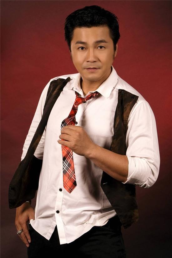 Lý Hùng năm nay đã 46 tuổi nhưng anh vẫn giữ được phong độ trẻ trung và lịch lãm.