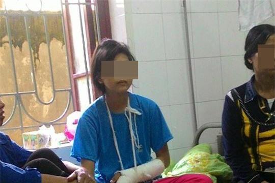 Quá khứ bất hạnh của bé gái 14 tuổi bị bố đánh bất tỉnh - 1