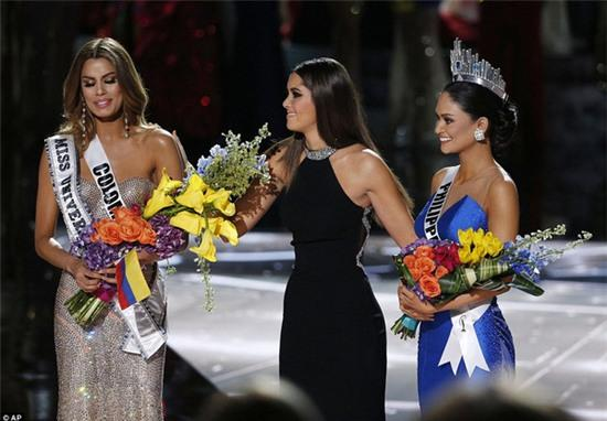 Clip: Hoa hậu Colombia nghẹn ngào cảm ơn fan sau sự cố trao nhầm vương miện - Ảnh 2.