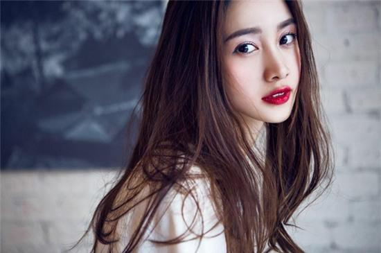 Jun Vũ được hàng loạt trang báo Trung Quốc đưa tin vì quá giống Angela Baby - Ảnh 5.