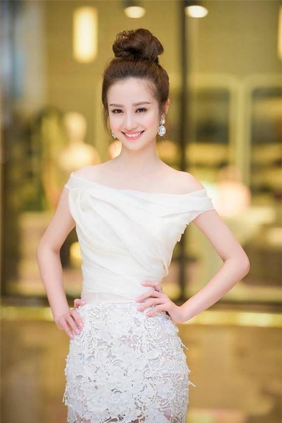 Jun Vũ được hàng loạt trang báo Trung Quốc đưa tin vì quá giống Angela Baby - Ảnh 8.