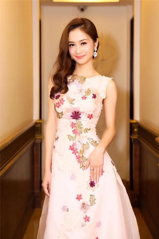 Jun Vũ được hàng loạt trang báo Trung Quốc đưa tin vì quá giống Angela Baby - Ảnh 9.