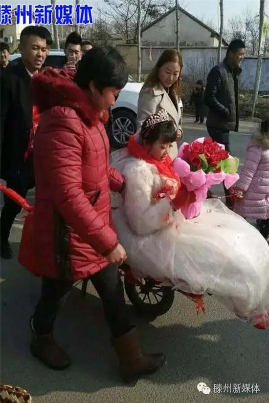 Choáng với đám cưới giả kiệu hoa độc lạ