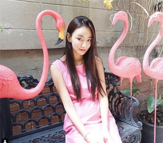 Giới trẻ Hàn Quốc và Thái Lan đều mê mệt vòng 2 của cô DJ này - Ảnh 4.