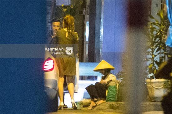 Hậu chia tay Tiến Đạt, Hari Won bị bắt gặp say đắm hôn Trấn Thành giữa đêm khuya - Ảnh 11.