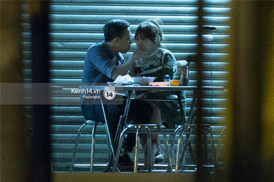 Hậu chia tay Tiến Đạt, Hari Won bị bắt gặp say đắm hôn Trấn Thành giữa đêm khuya - Ảnh 16.