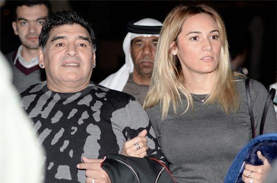 Hôm 2/2, cựu danh thủ Argentina và cô vợ sắp cưới kém 30 tuổi xuất hiện tại Dubai.