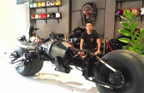 Chàng trai Việt Nam đầu tư cả bộ Batman, xuống phố chơi Tết - Ảnh 12.