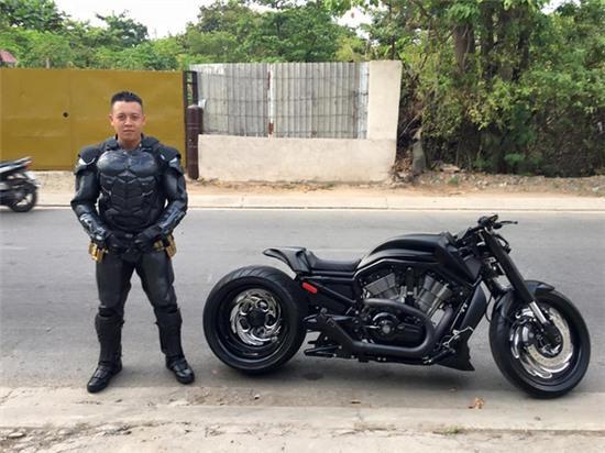 Chàng trai Việt Nam đầu tư cả bộ Batman, xuống phố chơi Tết - Ảnh 7.