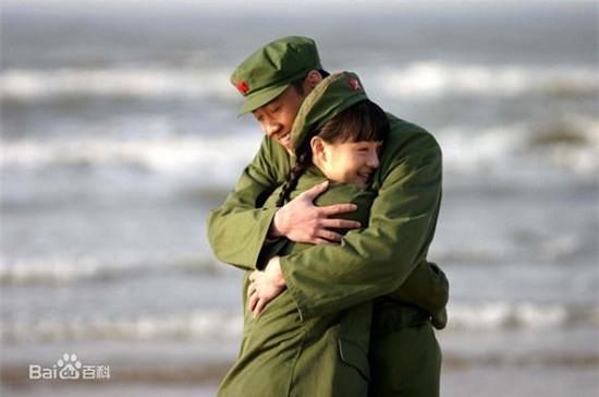 Bốn mối tình đáng ngưỡng mộ từ màn ảnh ra đời thật của sao Hoa ngữ - Ảnh 1.