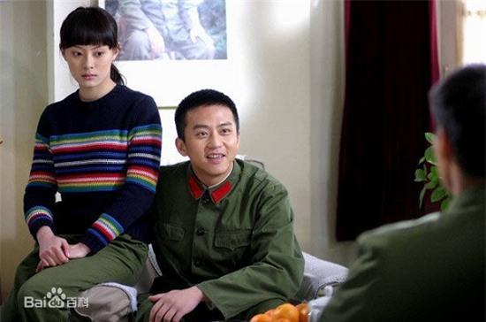 Bốn mối tình đáng ngưỡng mộ từ màn ảnh ra đời thật của sao Hoa ngữ - Ảnh 2.