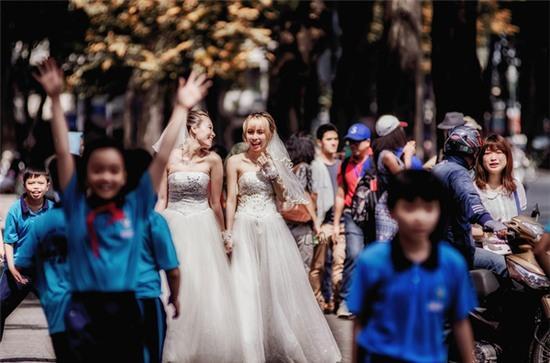 Hai cô gái đi chụp ảnh cưới sau khi chia tay bạn trai: Tình cảm của chúng mình là thật - Ảnh 4.