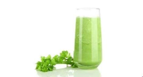4. Bầu: Nếu bạn bị nhiễm trùng đường tiết niệu, nước ép quả bầu hẳn là món thiết yếu bạn nên dùng mỗi sáng. Nó không chỉ chứa kiềm tự nhiên có thể trung hòa nồng độ acid cao trong cơ thể mà còn là chất lợi tiểu mạnh.
