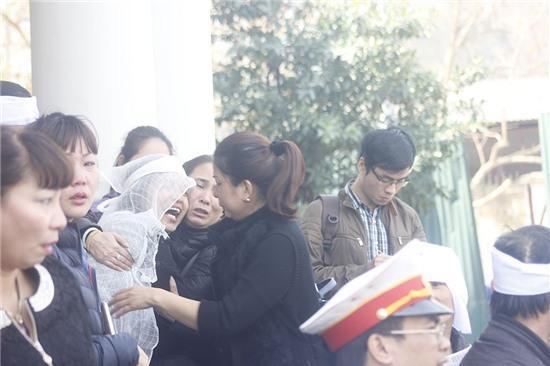 xe Camry gây tai nạn, xe Camry đâm chết 3 người, tai nạn giao thông, Long Biên, Ái Mộ