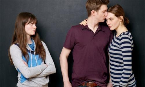 5 cách bảo vệ tình yêu khỏi ảnh hưởng của mạng xã hội