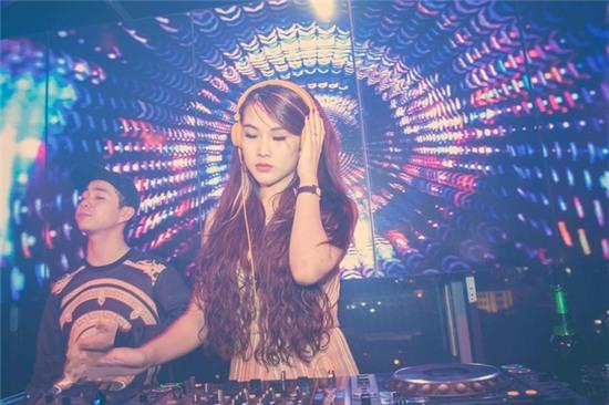 Thu nhập hàng tháng của Maya trong vai trò của một nữ DJ khiến nhiều người bất ngờ.