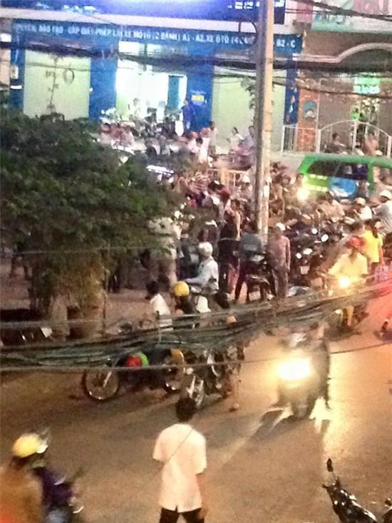 Hàng trăm người bao vây đánh đôi nam nữ nghi bắt cóc trẻ em ở Sài Gòn: Chỉ là hiểu lầm! - Ảnh 1.