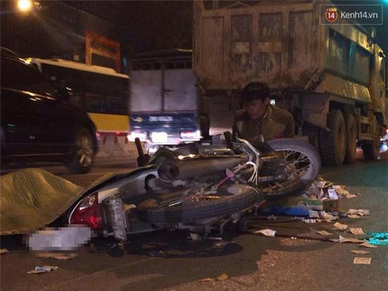 Hà Nội: Tông vào đuôi xe tải, nam sinh viên tử vong tại chỗ - Ảnh 1.