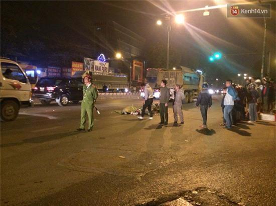 Hà Nội: Tông vào đuôi xe tải, nam sinh viên tử vong tại chỗ - Ảnh 2.