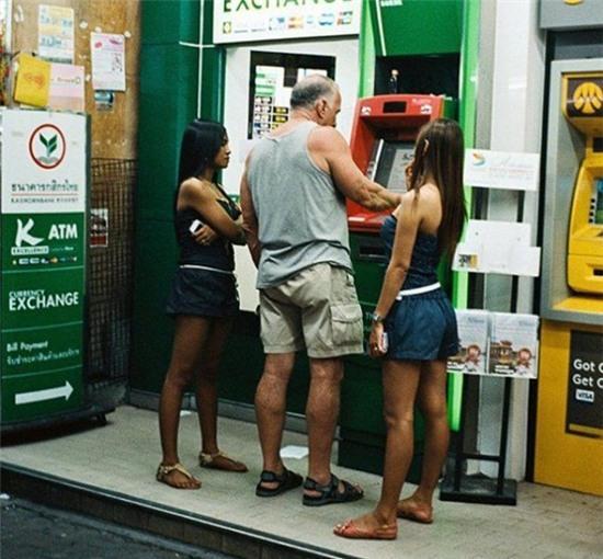 hinh-anh-tai-ATM