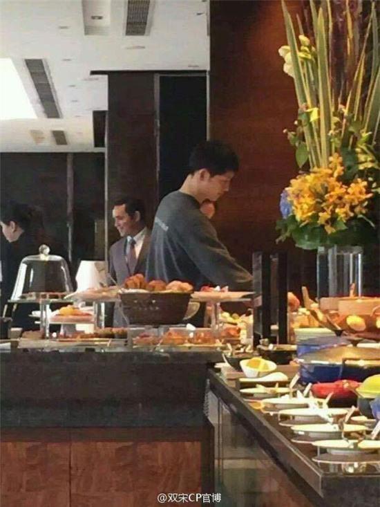 Song Joong Ki lẻ loi ở Hồng Kông khi thiếu Song Hye Kyo