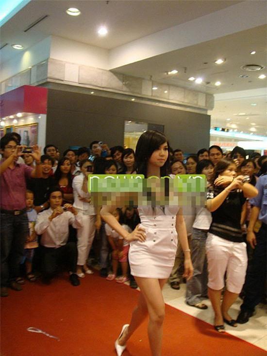 Ngọc Trinh: từ mẫu diễn hội chợ đến nữ hoàng nội y của Việt Nam - Ảnh 1.