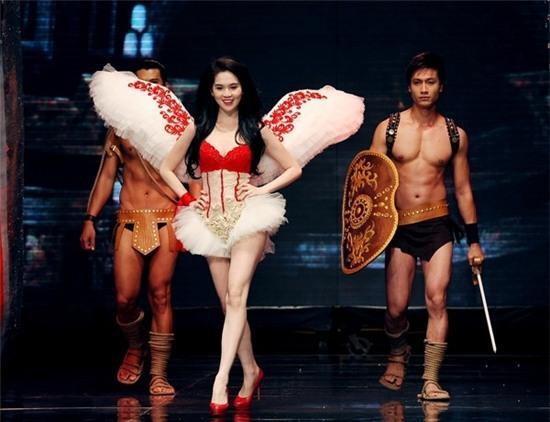 Ngọc Trinh: từ mẫu diễn hội chợ đến nữ hoàng nội y của Việt Nam - Ảnh 11.