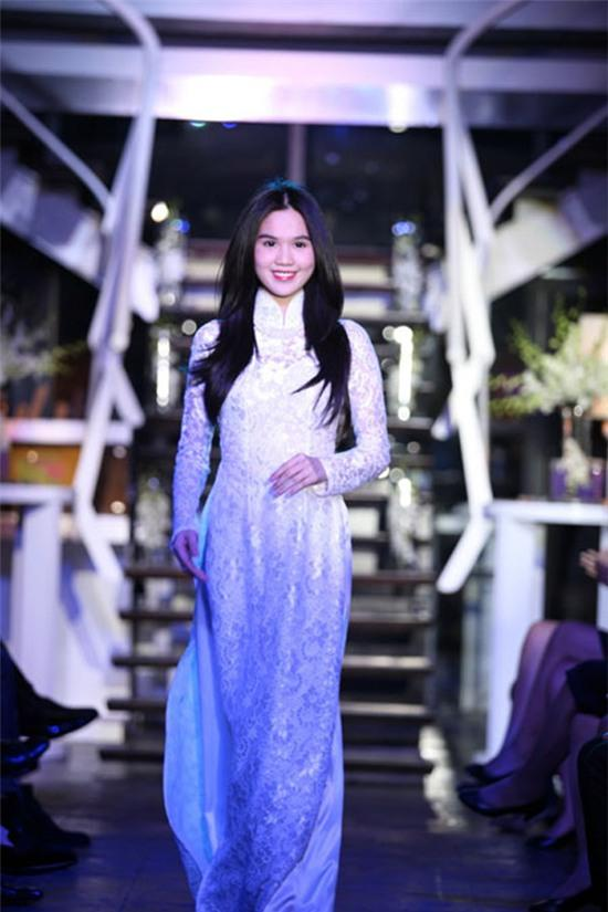 Ngọc Trinh: từ mẫu diễn hội chợ đến nữ hoàng nội y của Việt Nam - Ảnh 14.